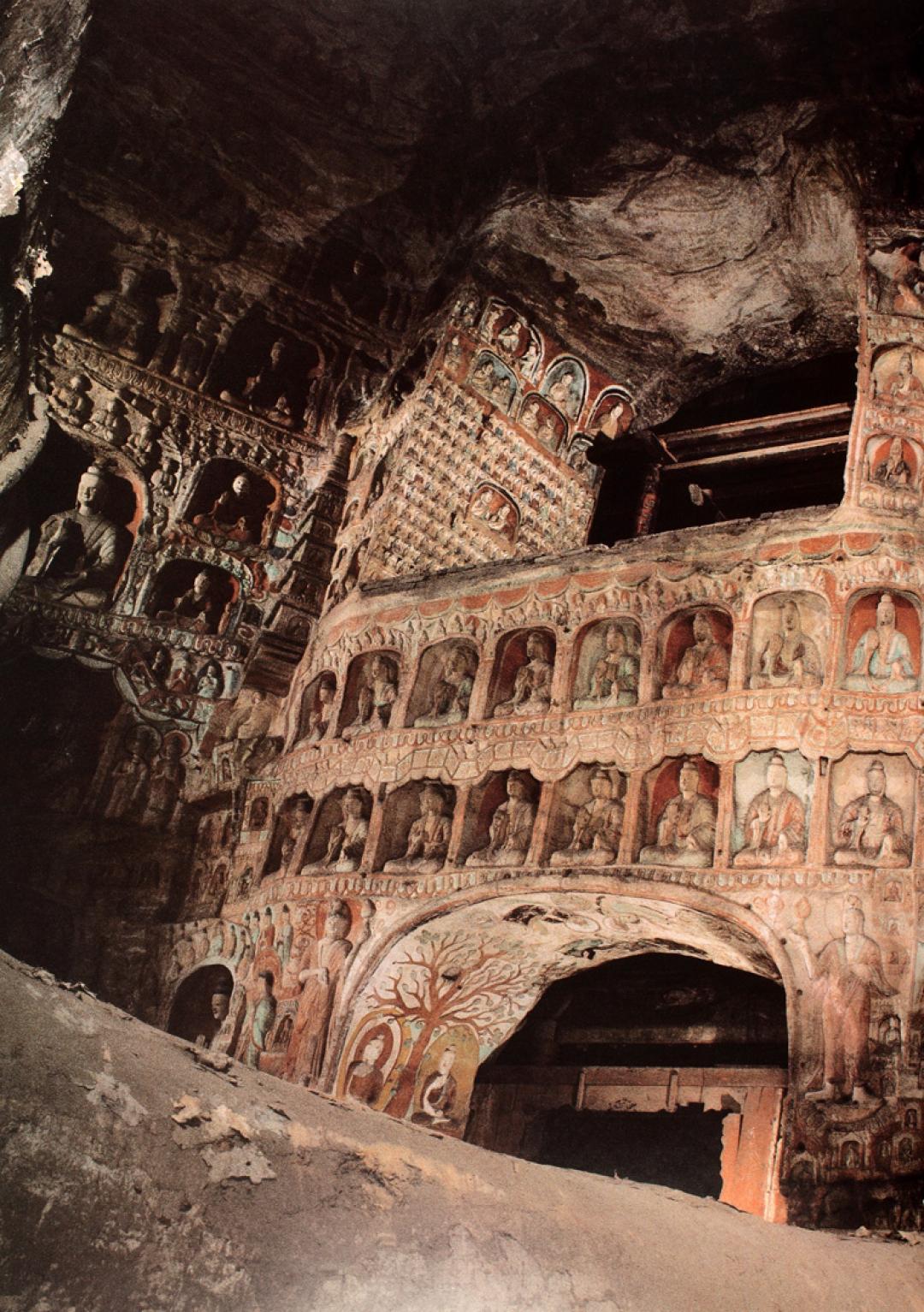 South interior wall of Cave 5, Yungang  〉
