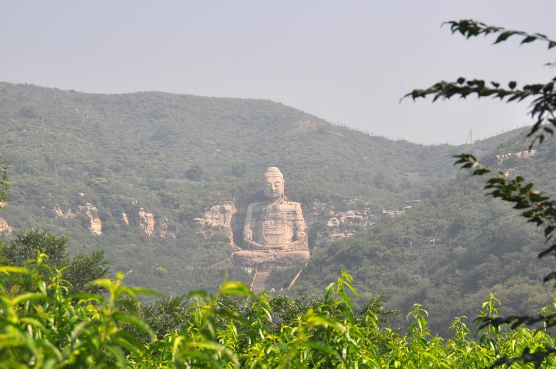 Sitting Buddha at Kaihua Monastery 〉