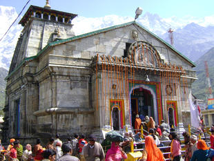 Pilgrims gathering in the forecourt of the Kedarnath temple